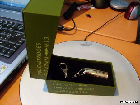 """Заряженный"" USB флэш-накопитель на 8ГБ от Rover"